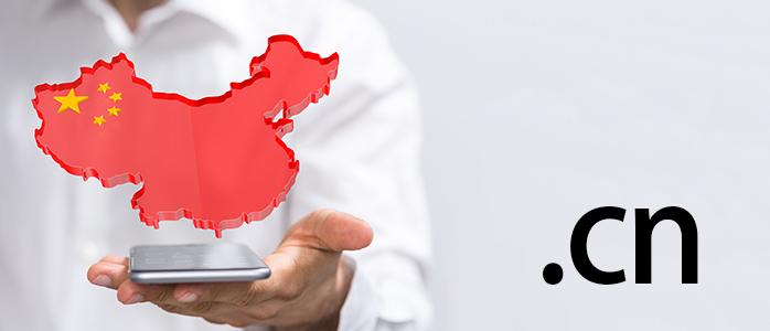 スマホから浮かび上がる中国大陸と「.cn」の文字